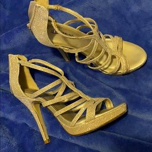 Great condition gold sparkle 👡 sandals